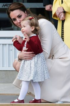 Duchess Kate and Princess Charlotte leave Canada, Oct. 2016✈
