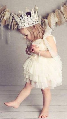 little princess. This would be cute for flower girls. Flower Girls, Flower Girl Dresses, Dress Girl, Girl Tutu, Flower Crowns, Girls Dresses, Cute Kids, Cute Babies, Baby Kids