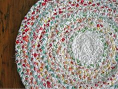 20+ Bed Sheet #Repurpose Ideas @savedbyloves link to rug pattern