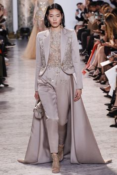 Elie Saab Haute Couture Spring/Summer 2017 HAUTE COUTURE Fashion Show interesting change from a gown, I like the look, non traditional(sb) Fashion 2017, Look Fashion, Paris Fashion, Runway Fashion, High Fashion, Fashion Show, Fashion Design, Dress Fashion, Fashion Clothes