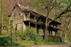 Abandoned and haunted, the Higdon Hotel. Reliance Tennessee Old Abandoned Houses, Abandoned Property, Abandoned Mansions, Abandoned Buildings, Old Houses, Abandoned Places, Old Buildings, Beautiful Places, Beautiful Buildings