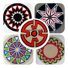 Tunaydinn..YAPILISINI MERAK EDEN ARKADASLAR LUTFENN OKUYUN💙💚💛 cok fazla soru geliyor burdan genel olarak tekrar bilgi vereyim cunku artik… Tapestry Bag, Tapestry Crochet, Crochet Potholders, Crochet Squares, Tribal Patterns, Crochet Patterns, Willow Weaving, Polymer Clay Canes, Crochet Baby Booties
