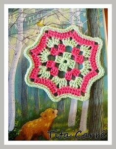 'Tita Carre' Tita Carré - Agulha e Tricot : O Square em 2 cores e o Urso Pardo na floresta