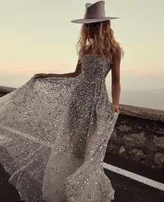 Tulle evening dress - Bridal Trends The 2019 tastemakers in bridal dresses – Tulle evening dress Wedding Dress Shopping, Dream Wedding Dresses, Bridal Dresses, Wedding Gowns, Prom Dresses, Short Sparkly Dresses, Sparkle Dresses, Blue Dresses, Summer Dresses