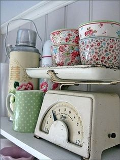Home Interior Inspiration Old fashioned shabby chic kitchen.Home Interior Inspiration Old fashioned shabby chic kitchen Shabby Chic Vintage, Vintage Modern, Vintage Decor, Retro Vintage, Vintage Floral, Vintage Style, Vintage Items, Vintage Apron, Furniture Vintage