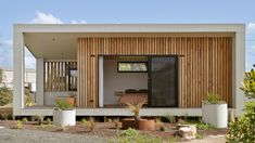 Offering a range of architecturally designed facades, we ensure each building we construct resonates with your style and environment. Image: The Eco Studio display features the 'Outback Façade'. The 5 degree roof pitch creates a sense of space and light to internal areas. To see more images visit our website. 📷 @coastalsnaps Small House Diy, Modern Small House Design, Tiny House, Casa Loft, Loft House, Prefab Homes, Modular Homes, Container Home Designs, House Construction Plan