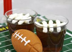 The Fumblerooskie Jello Shot - These jello shots are your perfect trick play! The flavor of root beer float will almost make you feel like it's summer, if it wasn't for the winter wind. These will be a great addition to your Super Bowl party! Party Drinks, Fun Drinks, Yummy Drinks, Cocktails, Alcoholic Beverages, Super Bowl, Jello Pudding Shots, Jello Shooters, Jello Shot Recipes