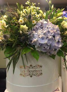 Εντυπωσίασε με κομψές ανθοσυνθέσεις σε κουτιά & καπελιέρες από το Les Fleuristes! #flowersinabox #ανθοσύνθεση #λουλούδια #ανθοπωλείο #lesfleuristes #διακόσμηση #δώρο Flower Boxes, Flowers, Table Decorations, Home Decor, Window Boxes, Decoration Home, Room Decor, Florals, Flower