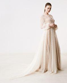 Robe de mariée transparente en tulle plumetis.