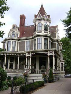 Applestone Cottage: Summit Avenue St. Paul , MN