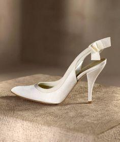 Zapatos de tacón alto con punta modelo Chloe y lazo - Foto Pronovias