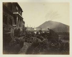 Italie, Napoli, Observatorio e Vesuvio    #Europe #Italia #Naples_Napoli