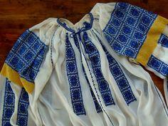 Ie Crasna, Gorj, cusuta pe marchizet. Folk Embroidery, Textiles, Costume, Sewing, Knitting, Blouse, Fashion, Cross Stitch, Moda