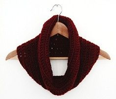 MAKE YOUR OWN SIMPLE DOUBLE CROCHET COWL. | Gathering Beauty