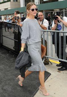 Olivia Palermo Makes Boring Gray Dress Look Fancy With Heels Spring Fashion Casual, Work Fashion, Grey Outfit, Gray Dress, Carolina Herrera, Outfits Otoño, Fashion Outfits, Olivia Palermo Stil, Pantone