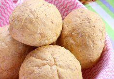 Preparar pan en casa es bien fácil. Solo tenemos que tener un poco de paciencia y hacerlos con mucho mucho cariño :) Si eres una apsaionada o apasionado de