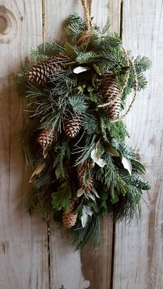 Decorations Christmas, Christmas Swags, Woodland Christmas, Christmas Door, Outdoor Christmas, Holiday Wreaths, Rustic Christmas, Christmas Holidays, Christmas Crafts