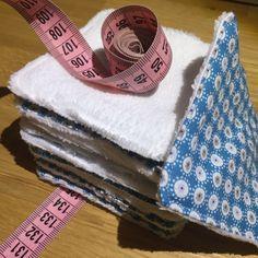 Pour les couturières débutantes, les projets simples ne sont pas nombreux. Je vous propose ici de réaliser des lingettes lavables, à la portée de tous, et aussi, bonnes pour l'environnement :)