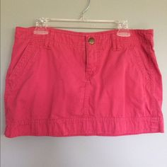 Express pink skirt 10 Pink casual skirt from Express size 10. Great condition. Meant to be worn on hips, so I would say a generous 10. Bundle 3 items and save 15%! Express Skirts Mini