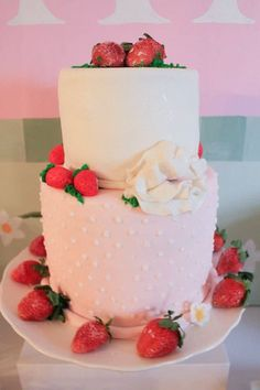 Strawberry Shortcake Birthday Party : The Cake