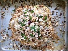 Veckans vegetariska är helstekt blomkål med parmesan, rostade hasselnötter och solroskärnor! Trevlig vecka på er!