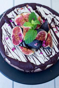 Raw vanilla and chocolate cake