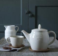 Hana Teapot with Wooden Saucer