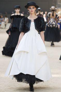 Chanel Fall 2017 Couture Fashion Show - Lauren de Graaf (Elite)