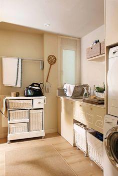 Lavaderos y zonas de planchado: 4 proyectos geniales y muy completos Laundry Room, Entryway Tables, Basement Ideas, Storage, Shabby, Furniture, Natural, Home Decor, Counter Tops