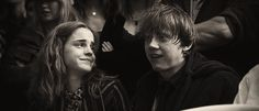 Heartbreaking GIF of Hermione and Ron