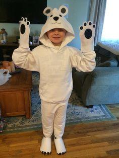 Dit is het kostuum van de ijsbeer. Het het is belangrijk dat het gezicht vrij is zodat er duidelijke emoties kunnen worden afgelezen op het gezicht.