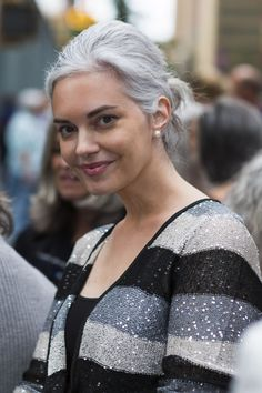 ex model with silver gray hair | 40plusstyle.com