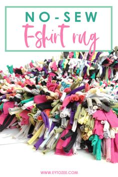 DIY NoSew Rug Made Out of Old Tshirts is part of Upcycled Crafts Sewing Rag Rugs - Make a functional home accessory with this DIY nosew rug made out of old tshirts So easy and surely you'll keep your shirts from now on Diy Old Tshirts, Recycled T Shirts, Old T Shirts, Tee Shirts, Upcycled Crafts, Sewing Crafts, Sewing Projects, Fair Projects, Repurposed