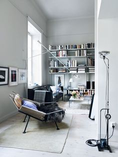Find the FLOS 265 at DesignLighting's webshop: https://luksuslamper.dk/shop/flos-265-vaeglampe-1927p.html