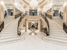 Have a look at this amazing open staircase - what a clever design and style Luxury Staircase, Double Staircase, Staircase Design, Grand Staircase, Stairs, Mansion Homes, Dream Mansion, Mansion Bedroom, Mansion Interior
