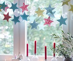 Girlande aus Sternen – Bild 9 With this garland you conjure up your own starry sky in the window. For the garland you need small, white pompons (from the craft shop), … Christmas Window Decorations, Beautiful Christmas Decorations, Winter Christmas, Christmas Holidays, Xmas, Christmas Stars, Holiday Crafts, Holiday Decor, Diy Garland