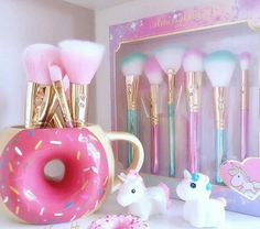 Makeup Brushes Start Makers 10 Pieces Marble Make Up Brushes Set , Powder Blush Foundation Eye shadow Eyebrow Brushes - Cute Makeup Guide Unicorn Bedroom, Unicorn Rooms, Unicorns And Mermaids, Unicorn Makeup, Makeup Rooms, Cute Makeup, Makeup Geek, Pink Makeup, Teen Makeup