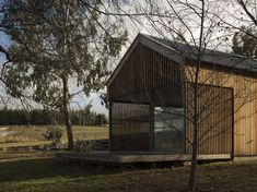 Dalefield Guest House designed by team Green Architects. Southern Architecture, Sustainable Architecture, Passive House Design, Timber Cladding, Architecture Awards, Architect House, Modular Homes, Beautiful Space, Architects