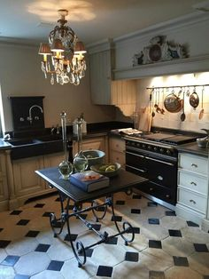 Pieter Porters Julie's Kitchen, Cosy Kitchen, French Kitchen, Kitchen Cabinets, French Interior, French Decor, European Kitchens, My French Country Home, Kitchen Styling