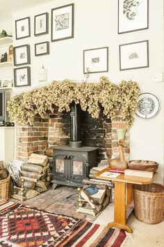 dried flowers garland, hops, Cant get enough of the hop decorations this year Fireplace Garland, Home Fireplace, Fireplace Design, Fireplaces, Fireplace Ideas, Magical Home, Rural Retreats, Log Burner, My Living Room