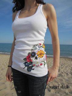camiseta pintada a mano  --- pintado a mano Handmade Clothes, Diy Clothes, Mexican Fashion, Hand Painted Fabric, Painted Clothes, Shirt Refashion, Recycled Fashion, Diy Fashion, Shirt Designs