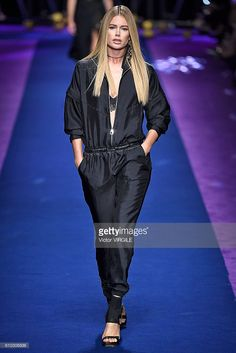 Doutzen Kroes walks the runway at the Versace Ready to Wear show during Milan Fashion Week Spring/Summer 2017 on September 23, 2016 in Milan, Italy. (Photo by Victor VIRGILE/Gamma-Rapho via Getty Images)