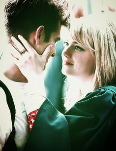 I think the only reason the end of Spiderman 2 isn't affecting me as much as it should, is because Emma & Andrew are just so freaking cute!!!
