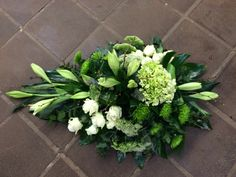 Afbeeldingsresultaat voor grafstukken Funeral Floral Arrangements, Christmas Arrangements, Beautiful Flower Arrangements, Beautiful Flowers, Wedding Car Decorations, Grave Decorations, Casket Flowers, Funeral Flowers, Tulip Wreath