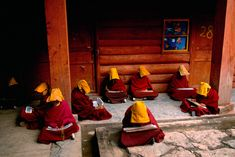 Reading | Steve McCurry / A gallery of exquisite photos about people reading