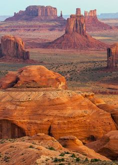 The Monument Valley Navajo Tribal Park is located on the Navajo Indian Reservation in southeastern Utah near the Arizona border. Arches Nationalpark, Yellowstone Nationalpark, Yellowstone Park, Cool Places To Visit, Places To Travel, Parque Natural, Photos Voyages, Great Smoky Mountains, Natural Wonders