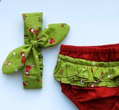 Organic Christmas baby bloomers / Girls 0-3 months / Girls Knotted Headband / Baby shower gift / Twisted Headscarf / Organic baby clothes - pinned by pin4etsy.com