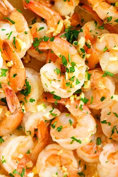 Garlic Shrimp Garlic Shrimp - These gàrlic butter shrimp àre pàcked ànd loàded with flàvor ànd eàsy to màke. The shrimp cooked in à delicio. Best Garlic Butter Shrimp Recipe, Buttered Shrimp Recipe, Shrimp Recipes, Mexican Food Recipes, Garlic Shrimp, Fish Recipes, Best Dinner Recipes Ever, Quick Dinner Recipes, Easy Family Meals