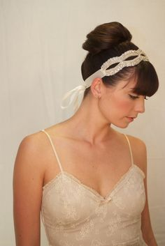 bridal hair accessory wedding headband  #weddingaccessories www.finditforweddings.com