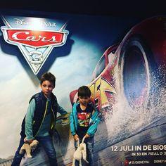 Hoe gaaf is het om als 1 van de eerste de nieuwe Cars film te mogen zien. Voor Kiddowz mocht ik samen met Joost en mijn 2 oudste jongens naar deze film toe. Vooral Fynn (4) is een grote fan v…
